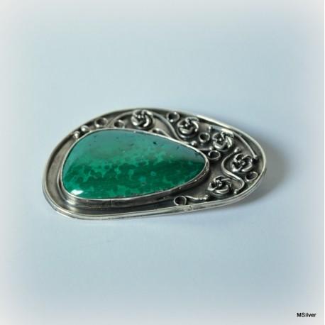 Srebrna broszka z zielonym kamieniem malachitem