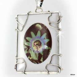 Srebrny wisiorek z kwiatem - porcelanową passiflorą