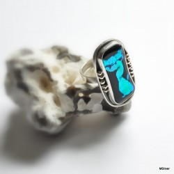 srebrny pierścionek z kotem