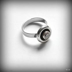 Srebrny pierścionek z przeźroczystą cyrkonią