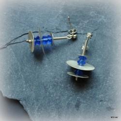 45. Kolczyki srebrne - talerzyki z niebieskimi kryształkami