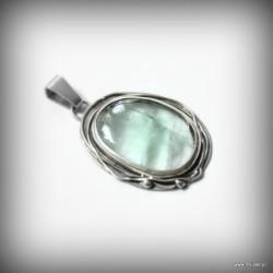 47. Srebrny wisiorek z zielonym fluorytem