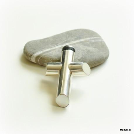 Srebrny krzyż z masą perłową