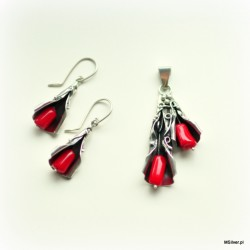 48. Komplet biżuterii czerwony koral otulony srebrem