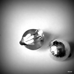 24. Klipsy srebrna siatka
