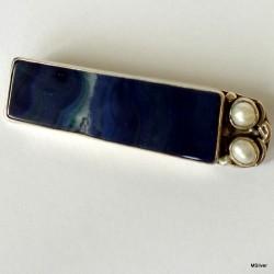54. Srebrna broszka z agatem i perłami
