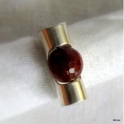 40. Srebrny pierścionek z agatem