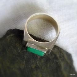 44. Srebrny pierścionek - sygnet z malachitem