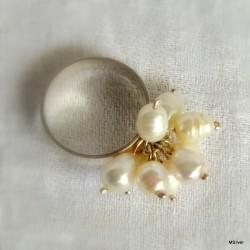 """65. Srebrny pierścionek """"miotełka""""z białymi perłami"""