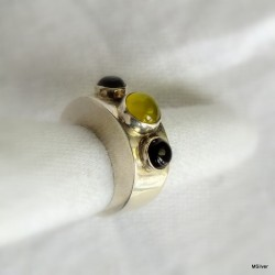 67. Srebrny pierścionek z jadeitem i onyksami