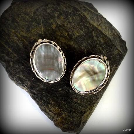 59. Klipsy srebrne z masą perłową