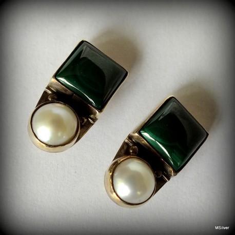 62. Klipsy srebrne z malachitem i perłą
