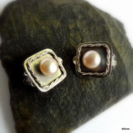 65. Klipsy srebrne z różową perłą