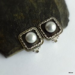 71. Klipsy srebrne z szarosrebrną  perłą