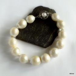 12. Bransoletka z pięknych, dużych pereł