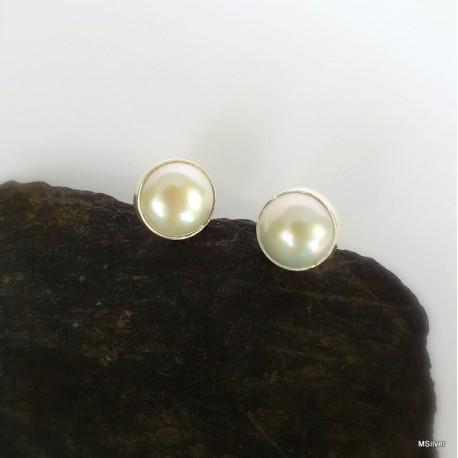 275. Kolczyki z białą perłą