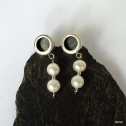285. Kolczyki srebrne z  perłami