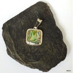 348. Srebrny wisiorek z zieloną masą perłową