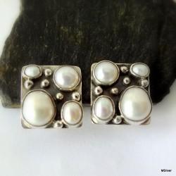 53. Klipsy srebrne z białymi perłami