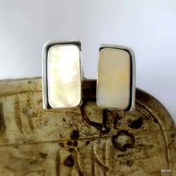 10. Srebrne spinki do mankietów z masą perłową