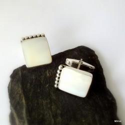 44. Srebrne spinki do mankietów z masą perłową