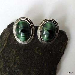 39. Kolczyki srebrne z czarno-zielonym szkłem