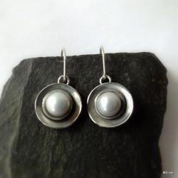 297. Kolczyki srebrne - talerzyki z perłą