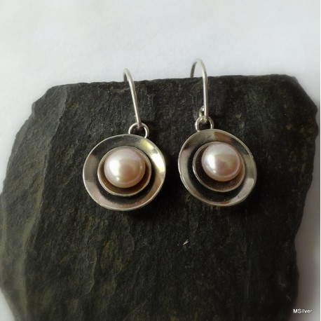 298. Kolczyki srebrne - talerzyki z perłą