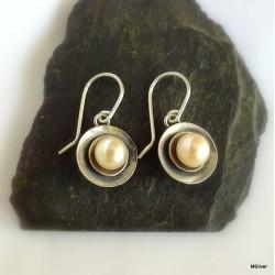 303. Kolczyki srebrne - talerzyki z perłą