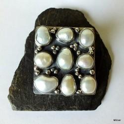 357. Wisior z perłami