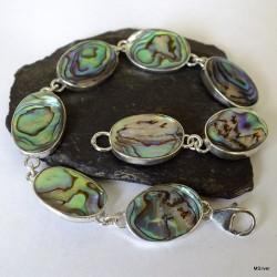 205. Srebrna bransoletka z owalną, zieloną masą perłową
