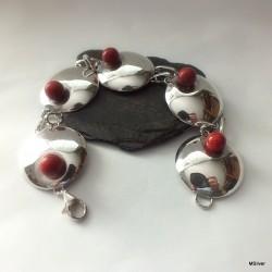 107. Srebrna bransoletka z kulami z koralowca