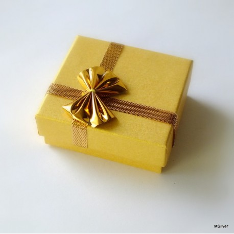 13. Pudełko małe złote