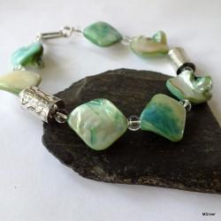 52.  Bransoletka z zielonej masy perłowej