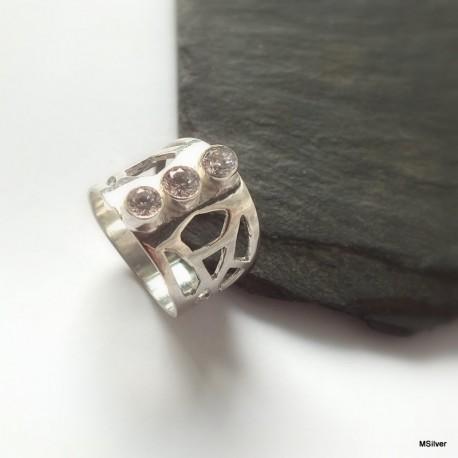 182. Srebrny pierścionek z cyrkoniami
