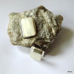 149. Klipsy srebrne z masą perłową