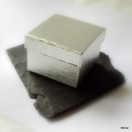 11. Pudełko małe srebrne