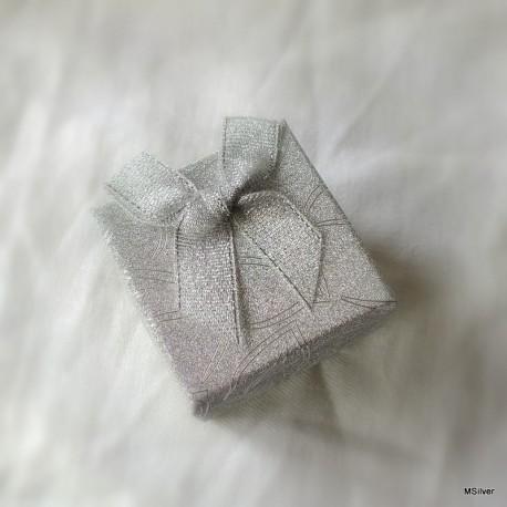 16. Pudełko małe srebrne