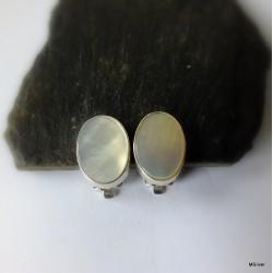 57. Klipsy srebrne z masą perłową