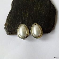 157. Klipsy srebrne z białą perłą