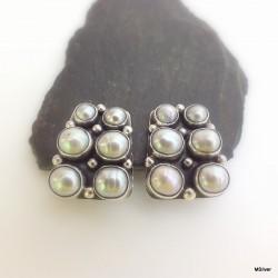 167. Klipsy srebrne z szarymi perłami