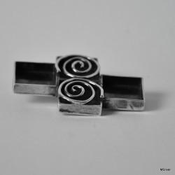 Srebrna broszka - zakręcona