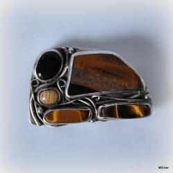 13. Srebrna broszka z tygrysim okiem