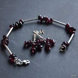 32. Komplet biżuterii z granatami
