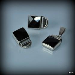 37. Komplet biżuterii z fasetowanym onyksem
