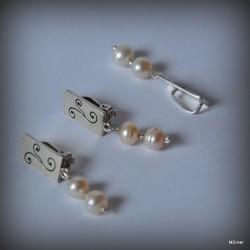 43. Komplet biżuterii z perłami