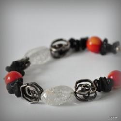 4. Srebrna bransoletka z kryształem lodowym i różyczkami