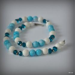Naszyjnik z biało - błękitnego koralowca